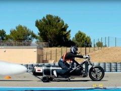 Crean un triciclo impulsado por agua y aire a presión que acelera de 0 a 100 km/h en medio segundo