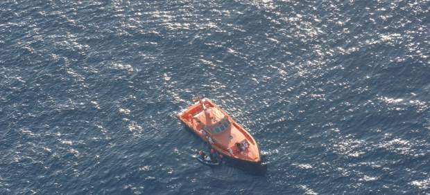 Rescate de una de las pateras por Salvamento Marítimo