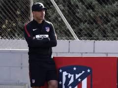 Simeone deja fuera a Torres ante el Sevilla