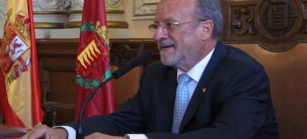 León de la Riva en su última rueda de prensa como alcalde de Valladolid