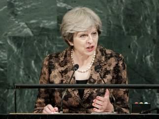 Theresa May dice que Reino Unido quiere un período de transición de dos años tras el 'brexit'