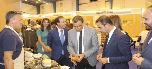 Caraballo inaugura en Aroche Fegar 2017
