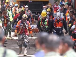 México se moviliza, con dificultades, para ayudar a los damnificados por el seísmo