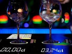 Inventan una barra de bar que mide la cantidad de bebida alcohólica