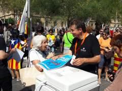 Reparto masivo de papeletas del 1-O en Barcelona, donde había impresoras