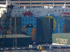 Cubren con lonas el barco de la Policía y Twitter se mofa con el hashtag #FreePiolin