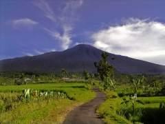 El volcán Agung obliga a evacuar a 42.700 personas en la isla de Bali
