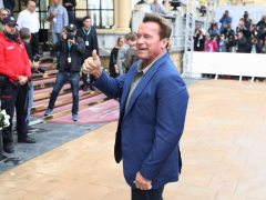 """San Sebastián recibe a Schwarzenegger al grito de """"sayonara"""""""