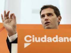 Rivera pide al PSOE que se abstenga en los Presupuestos