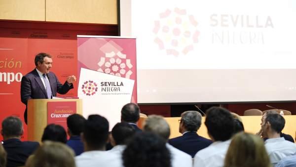 Espadas asiste a la clausura del Sevilla Integra