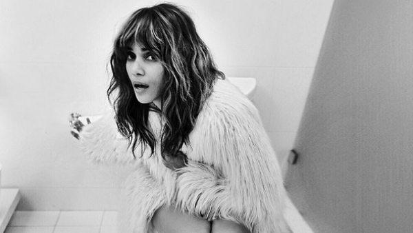 Halle Berry explica a Jimmy Kimmel su foto en el baño
