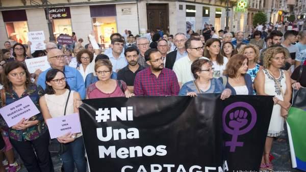 Concentración contra la violencia de género por el asesinato jovend de Canteras