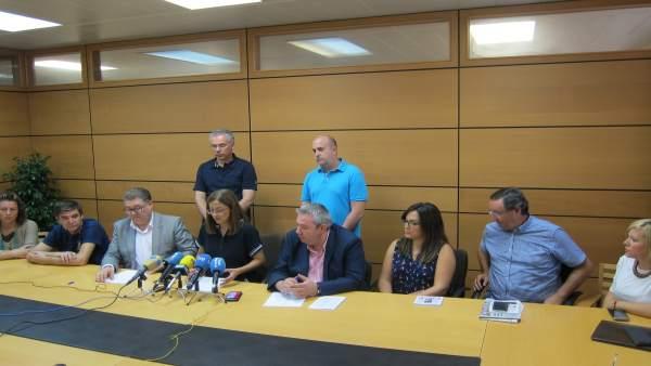 Susana Hernández con los pedáneos del PSOE