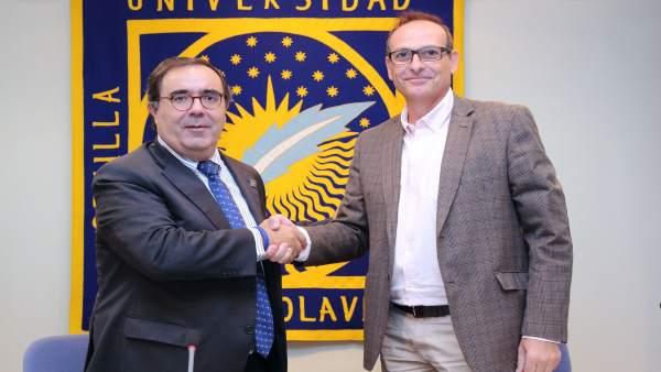 Firma del convenio entre Vicente Guzmán y Antonio López Galán
