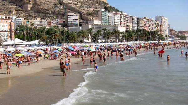Localitzen el cadàver del banyista desaparegut en la platja El Postiguet d'Alacant