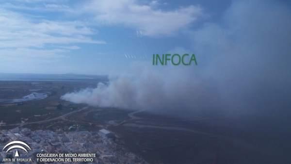 Imagen del incendio declarado en un paraje de Ayamonte.