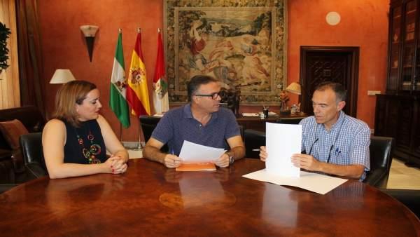 Acuerdo entre Damas y el Ayuntamiento de La Palma del Condado.