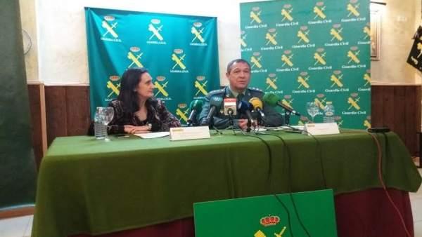 La Subdelegada Del Gobierno En Huelva, Asunción Grávalos, Y Ezequiel Romero.