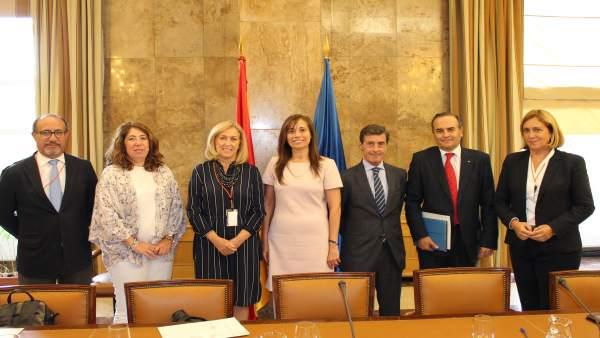 La Directora General Del Agua Posa Con Los Delegados Del Gobierno