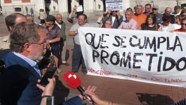 Manuel Saravia explica la situación a los propietarios de 29 de octubre