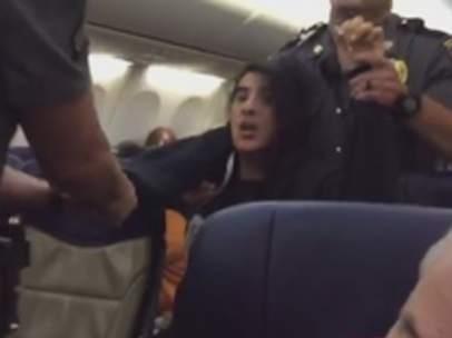 Sacada a rastras de un avión de Southwest Airlines