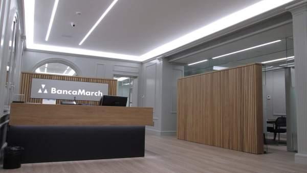 Banca march actualiza la imagen de su oficina de sant for Oficinas banca march palma