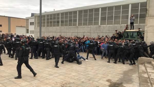 Cordón policial en Sant Julià de Ramis