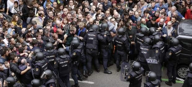 Resultado de imagem para 1-O cataluña policia