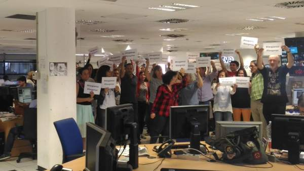 Los trabajadores de TVE protestan por la cobertura del referéndum