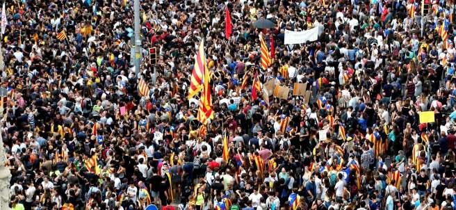 Marcha de miles de personas en Barcelona