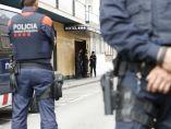 Policías custodiando a policías