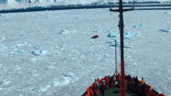Un barco en la Antártida