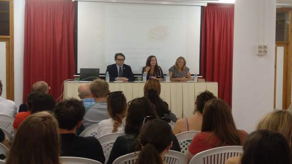La Junta presenta en El Puerto a los auxiliares bilingües