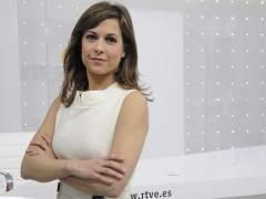 La Presentadora De TVE Mara Torres Posa Frente A Un Decorado