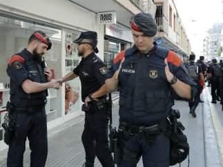 Mossos y policías en Pineda