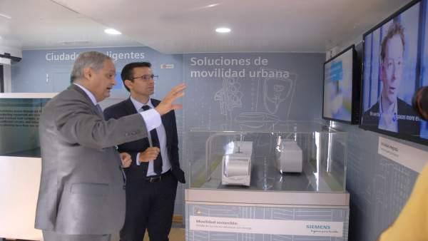 El alcalde Francisco Cuenca, en una muestra sobre soluciones tecnológicas