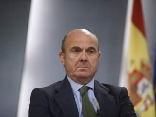 De Guindos revisa a la baja la previsión de crecimiento para 2018 por la crisis catalana