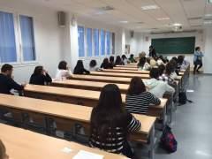 Sindicatos piden no cambiar el temario de las oposiciones de los docentes hasta 2022