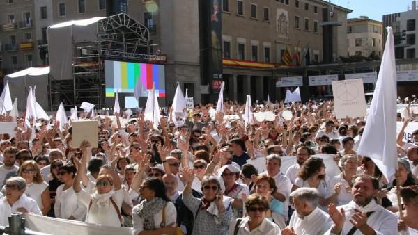 Concentración para pedir diálogo en el conflicto de Cataluña.