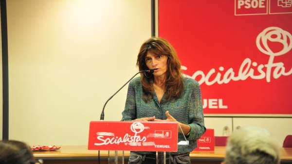 Carmen Dueso (PSOE) en un acto con militantes del PSOE en Teruel
