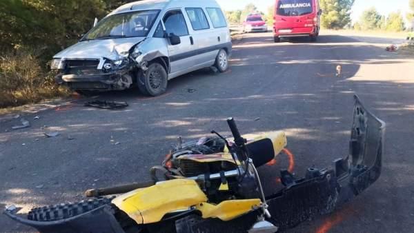 Colisión entre una moto y una furgoneta en Funes
