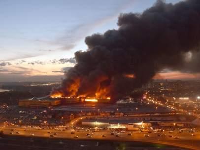 Incendio en un centro comercial de Moscú