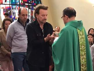 Bono en misa