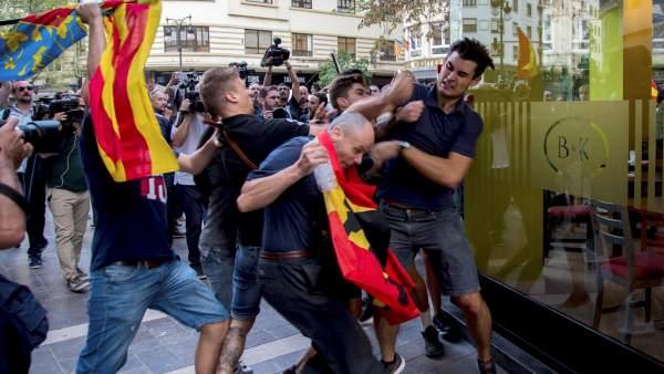 La policia identifica a diversosagressorsultres de la manifestació del 9-O