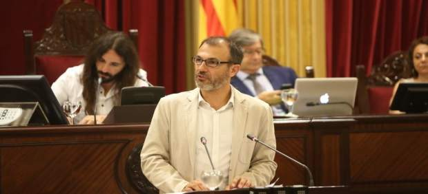 Biel Barceló durante el pleno del Parlament