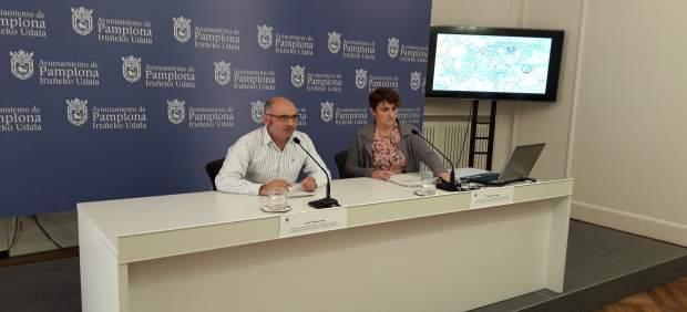 Joxe Abaurre y Cristina Arregi, en el Ayuntamiento de Pamplona.