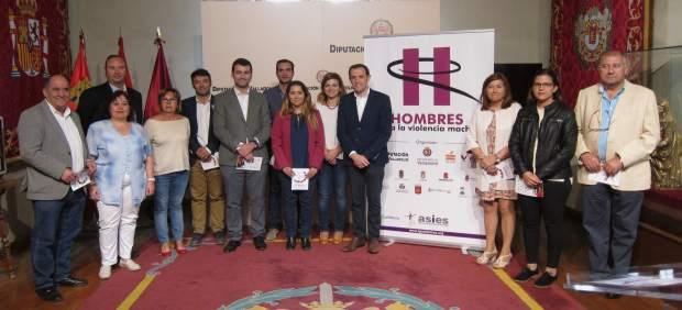 Representantes de la Diputación, Asies y los 12 ayuntamientos de la Red