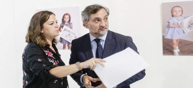 El diputado Ángel Escobar y la presidenta de Apreal, Rocío Docavo, en la muestra