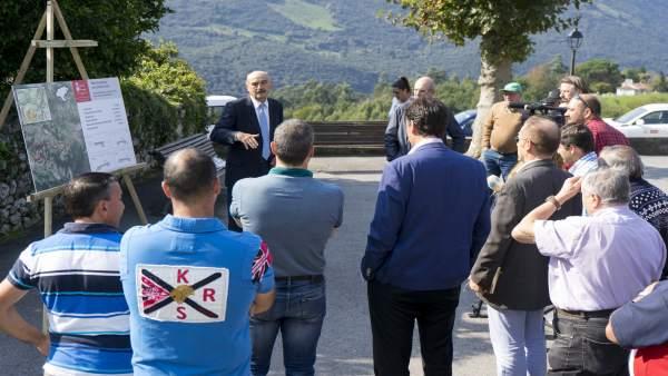 11 Oct 17 12:15Plaza De Barruelo, Ruesgael Consejero De Obras Públicas Y Viviend