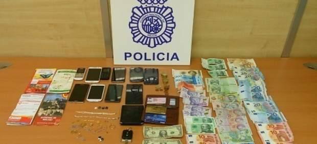 Objetos y dinero encautados a carteristas en Málaga